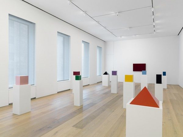 Installation-view-John-McCracken-Works-from-1963-2011-David-Zwirner-New-York-2013_6-600×449