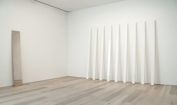 Installation-view-John-McCracken-Works-from-1963-2011-David-Zwirner-New-York-2013_7-600×355