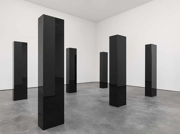 Installation-view-John-McCracken-Works-from-1963-2011-David-Zwirner-New-York-2013_view-7-600×449