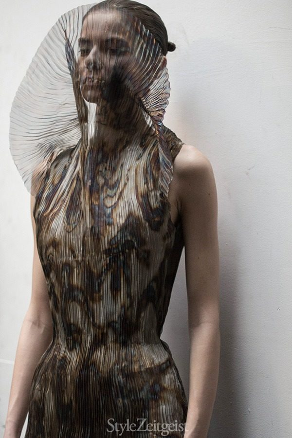 Iris van Herpen F/W 15 - Backstage - fashion - lookbook_s