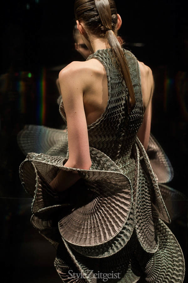 Iris van Herpen F/W16 - Paris - fashion - Year, Womenswear, Women's Fashion, Van Herpen, StyleZeitgeist, Season, Runway, PFW, Paris Fashion Week, Iris Van Herpen, Haider Ackermann, Fashion, Fall Winter, 2016