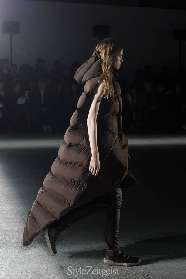 Rick Owens F/W16 - Paris - fashion - Year Womenswear Women's Fashion Van Herpen StyleZeitgeist Season Runway Rick Owens PFW Paris Fashion Week Owens Fashion Fall Winter 2016