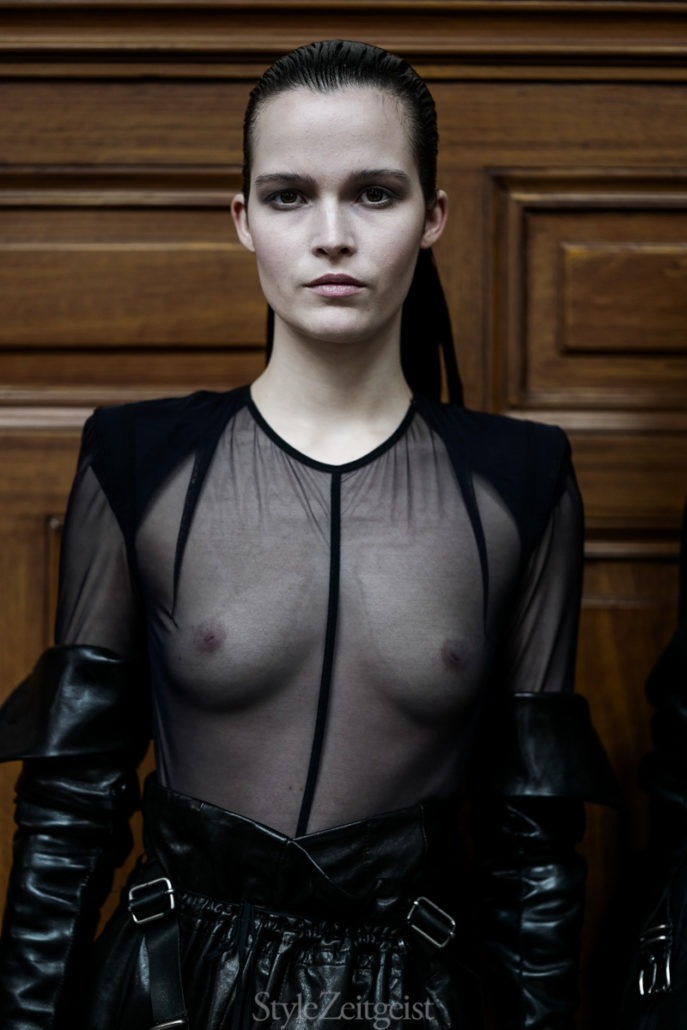 Ann Demeulemeester F/W18 Women's – Paris Backstage - fashion - Womenswear, Women's Fashion, PFW, Paris Fashion Week, Paris, Julien Boudet, Fw18, Fashion, Fall Winter, Backstage, Ann Demeulemeester, 2018