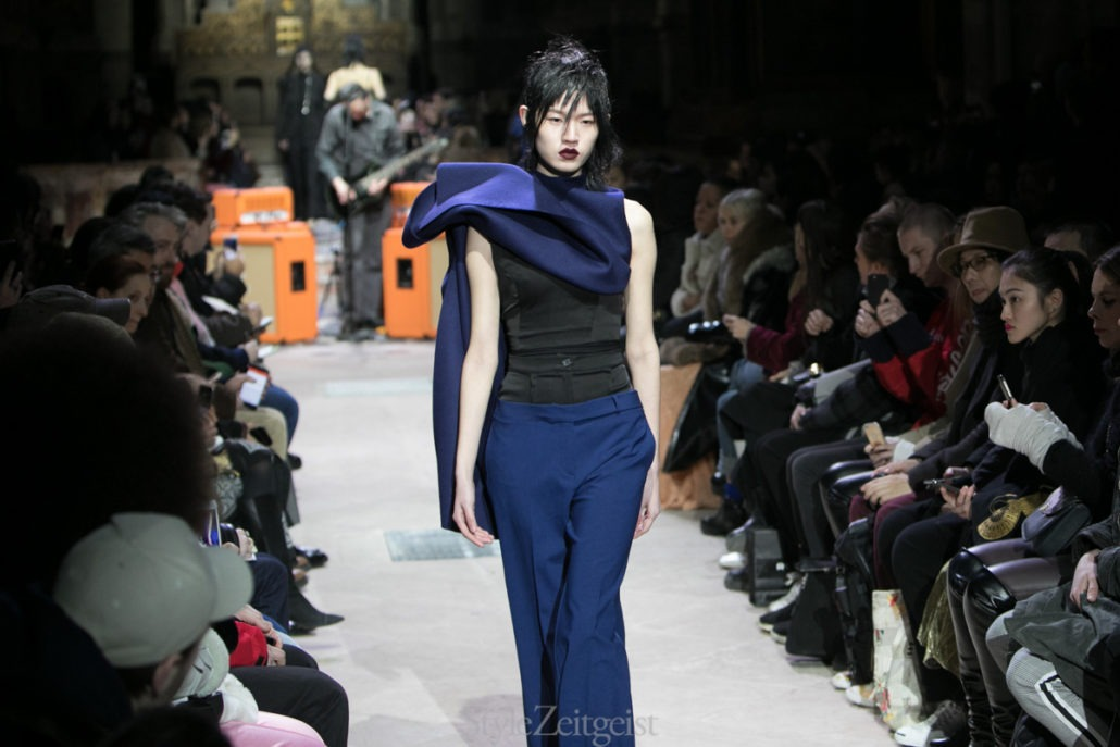 Yang Li F/W18 Women's – Paris - fashion - Yang Li, Womenswear, Women's Fashion, PFW, Paris Fashion Week, Paris, Fw18, Fashion, Fall Winter, 2018