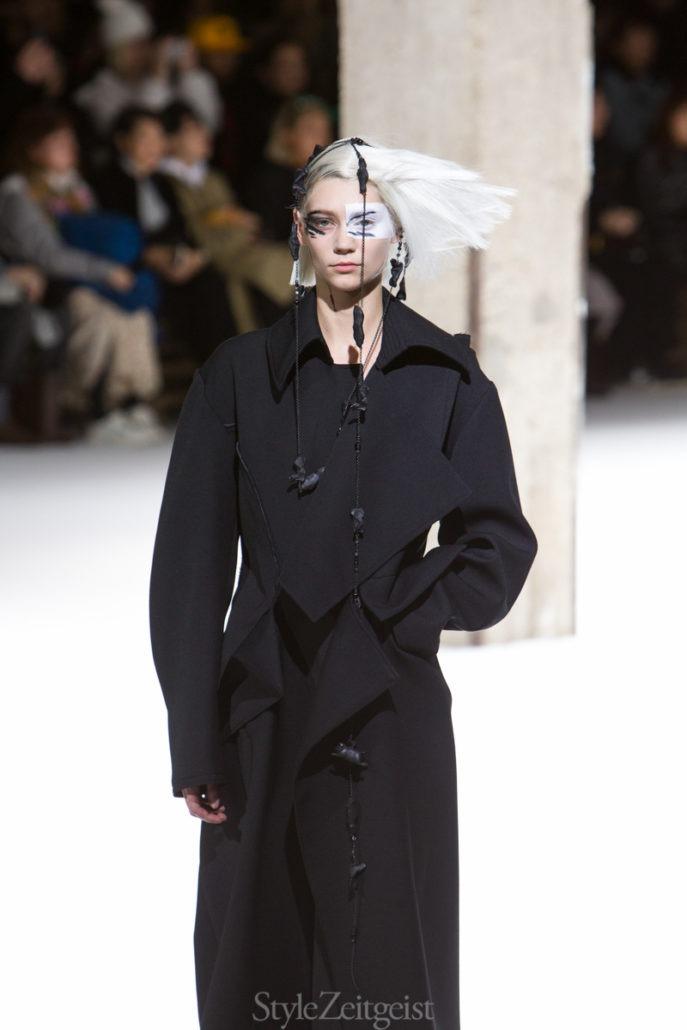 Yohji Yamamoto F/W18 Women's - Paris - Yohji Yamamoto, Womenswear, Women's Fashion, PFW, Paris Fashion Week, Paris, Matthew Reeves, Fw18, Fashion, 2018