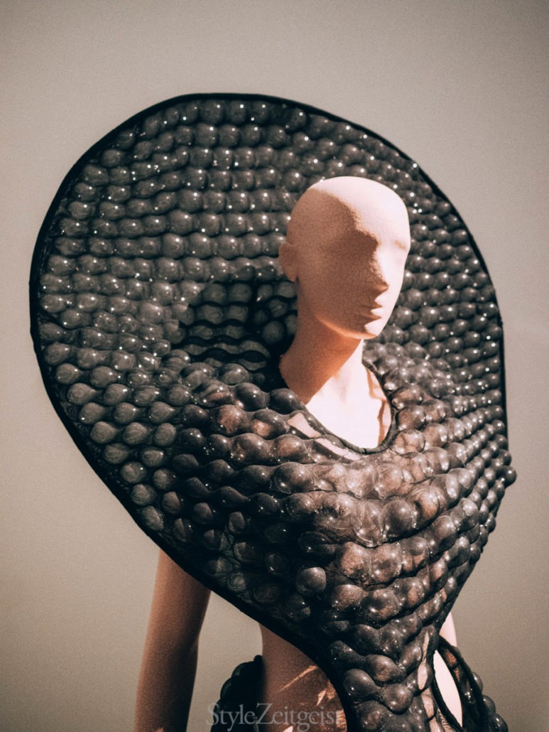 Iris van Herpen: Transforming Fashion at the Royal Ontario Museum - fashion, culture - Womenswear, Women's Fashion, Toronto, Royal Ontario Museum, Philip Beesley, Iris Van Herpen, Fashion, Culture, 2018