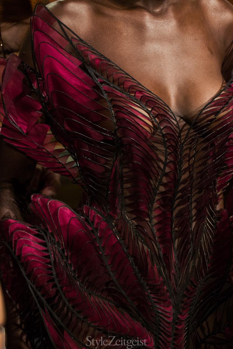 Iris van Herpen F/W18 Couture - Backstage - fashion - Womenswear, Women's Fashion, Paris, Julien Boudet, Iris Van Herpen, Haute Couture, Fw18, Fashion, Fall Winter, Couture, Backstage, 2018