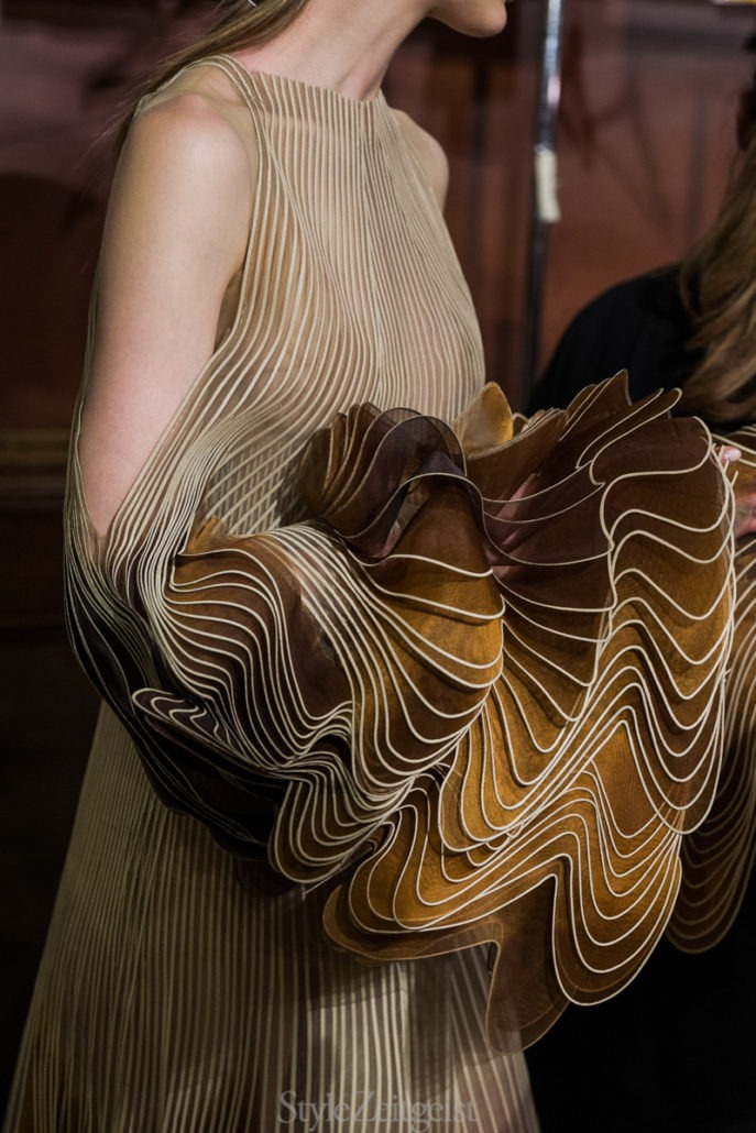 Iris van Herpen F/W18 Couture - Backstage - fashion - Womenswear, Women's Fashion, Paris, Julien Boudet, Iris Van Herpen, Haute Couture, Fw18, Fashion, Fall Winter, Couture, Backstage, 2018