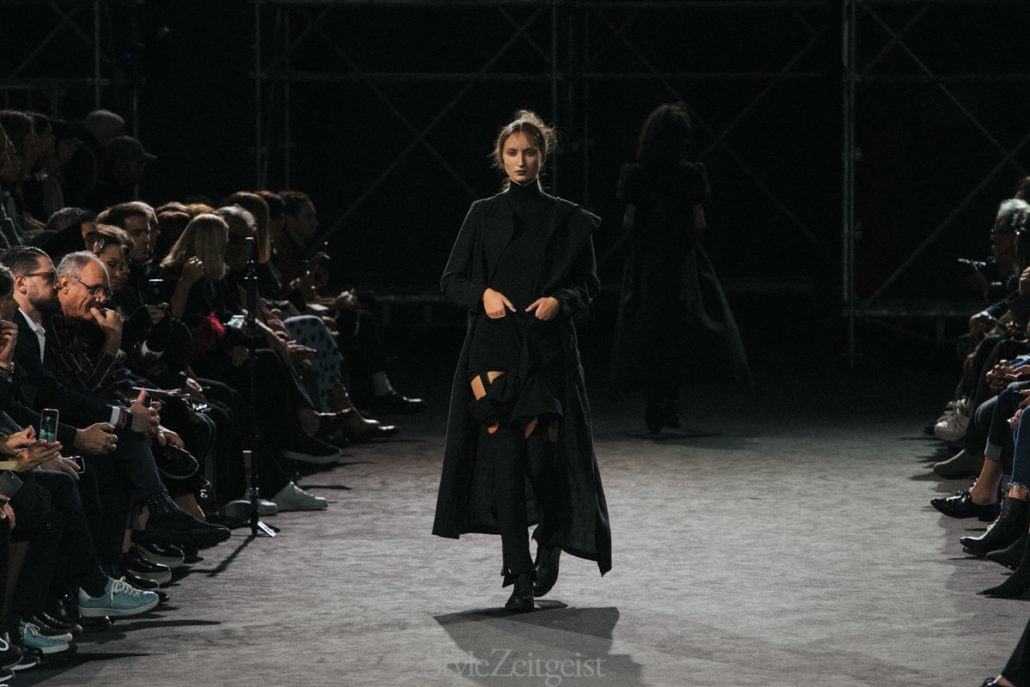 Yohji Yamamoto S/S19 Women's - Paris - Yohji Yamamoto, Womenswear, Women's Fashion, SS19, Spring Summer, PFW, Paris Fashion Week, Paris, Matthew Reeves, Fashion