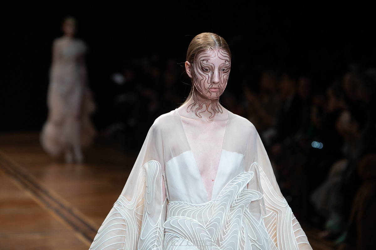 Iris van Herpen S/S19 Haute Couture - Paris - fashion - Womenswear, Women's Fashion, SS19, PFW, Paris Fashion Week, Paris, Matthew Reeves, Iris Van Herpen, Haute Couture, Fashion, 2019