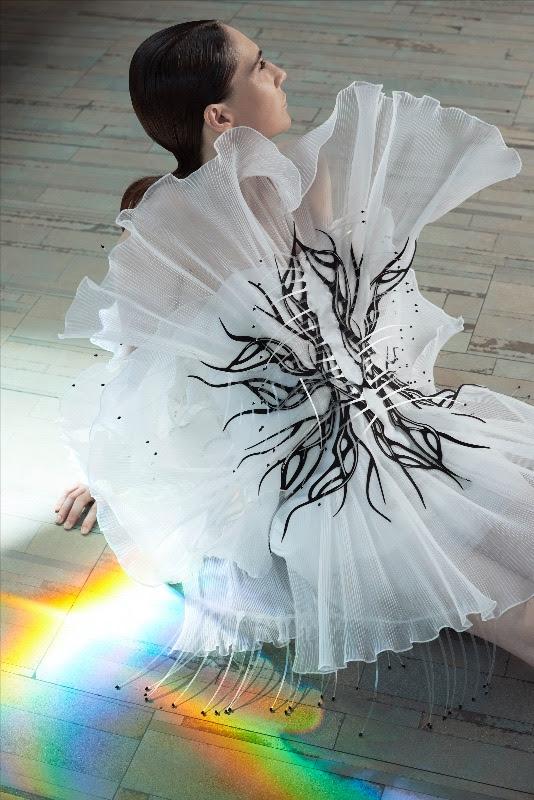 Iris van Herpen F/W20 Haute Couture - 'Transmotion' Short Film - Womenswear, Women's Fashion, PFW, Paris Fashion Week, Paris, Iris Van Herpen, Haute Couture, FW20, film, Fashion, Fall Winter, Couture, 2020
